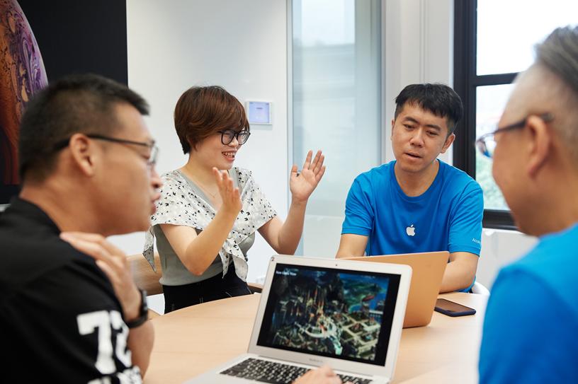 开发者和 Apple 专家洽谈。