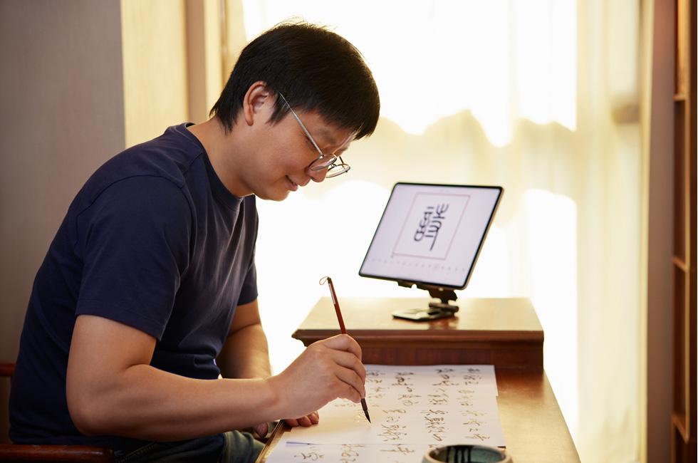 瞿章才带领团队开发了七款以弘扬中国传统文化为核心的 app。App Store 给予的支持和认可,让他拥有更多的信心投身到自己热爱的事业之中。