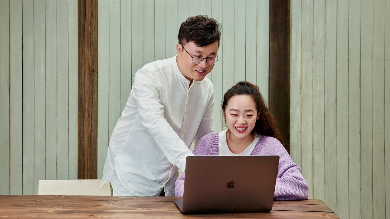 张乐凯,第一届移动应用创新赛获奖者,在校园内成立了 iOS Club,与学生们互相交流。