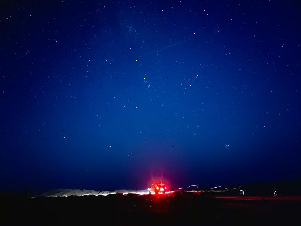 小北 使用 iPhone 12 Pro Max 广角摄像头的夜间模式于阿拉善右旗拍摄。