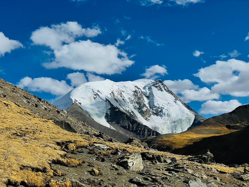 杨昶使用 iPhone 12 Pro 长焦摄像头于卡若拉冰川拍摄。