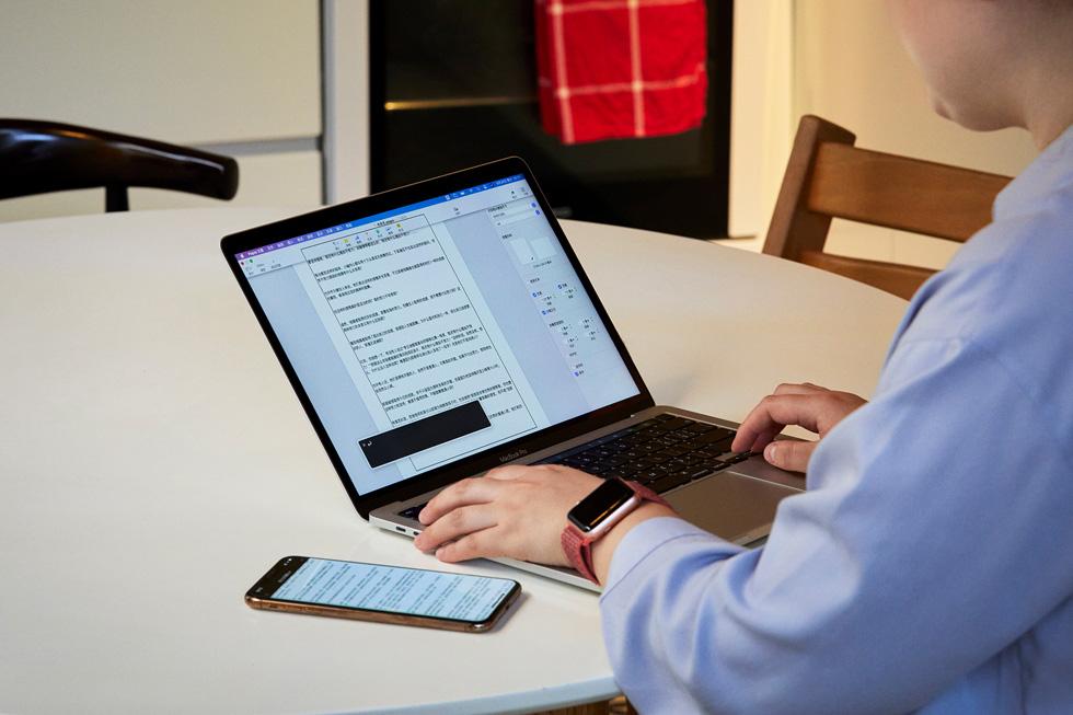 在 iPhone 和 Mac 之间接力让周彤的工作更有效率。