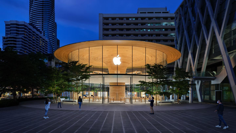 Apple Central World 的户外广场和主外观。