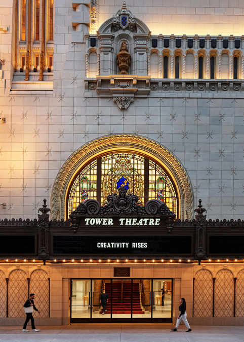 Apple Tower Theatre 的百老汇遮檐。