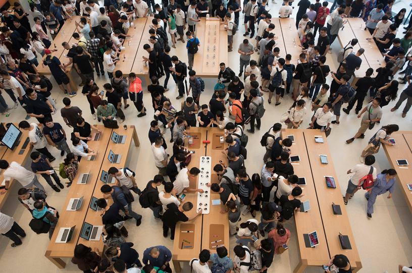 中国 Apple 苏州零售店内热闹非凡。