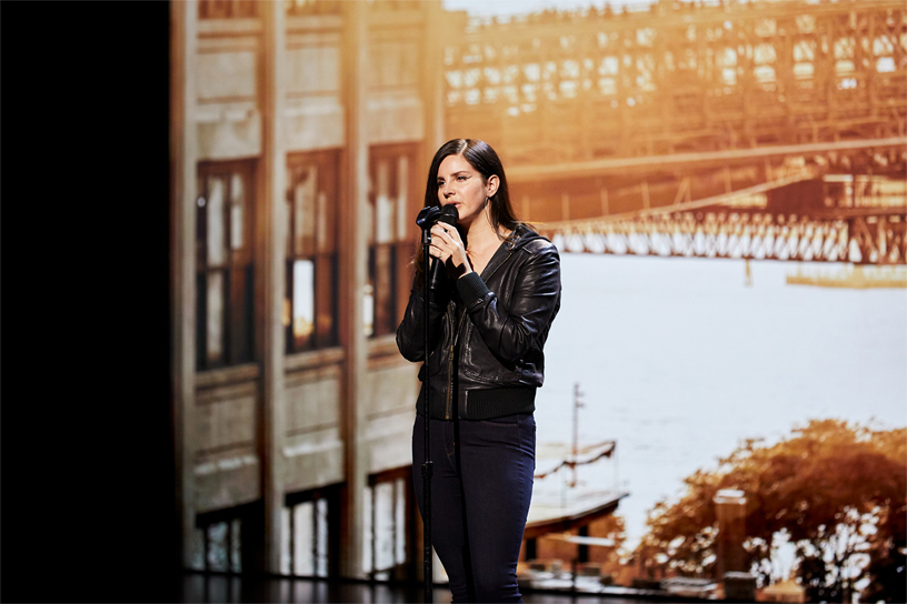 Lana Del Rey 登台演出。