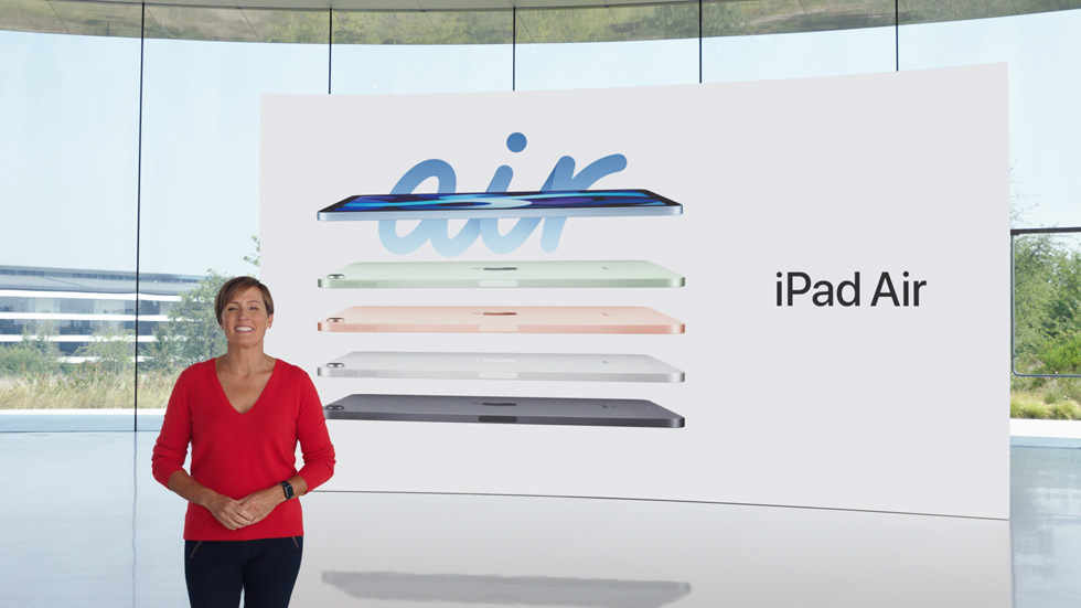 Laura Legros 展示 iPad Air 的绚丽外观,包括天蓝色、绿色、玫瑰金色、银色和深空灰色。