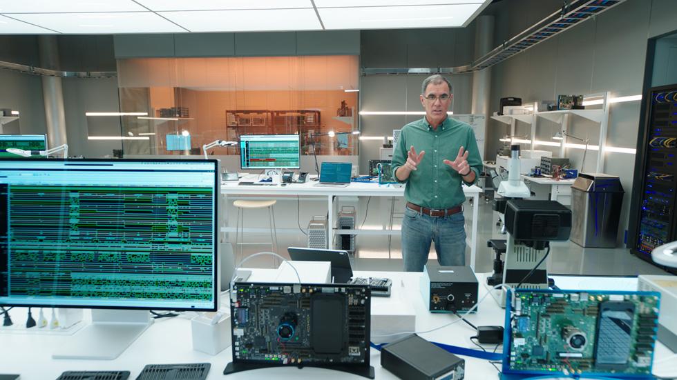 Tim Millet 介绍 A14 仿生芯片。