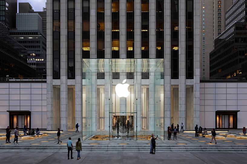 Apple 第五大道零售店的全新露天广场和玻璃立方体。