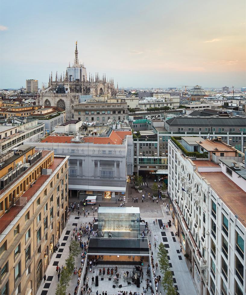 鸟瞰 Apple Piazza Liberty 和周边建筑,包括米兰大教堂。