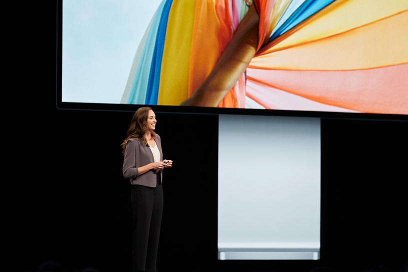 Colleen Novielli 在 WWDC 2019 演讲台上。