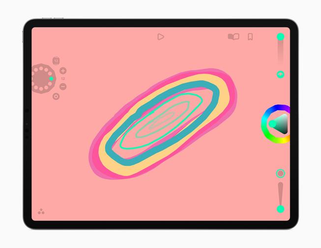 iPad Pro 展示 Looom app。
