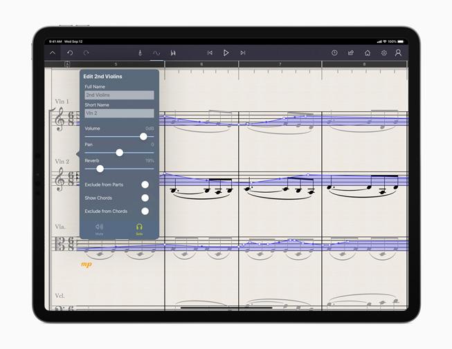 iPad Pro 展示 StaffPad app。
