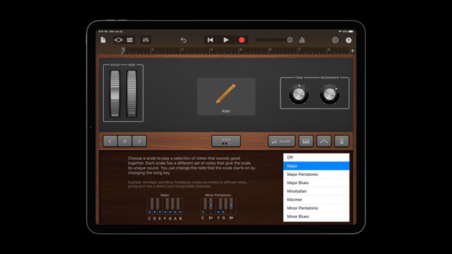 iPad Pro 上展示专为 Swift Playgrounds 打造的互动式冒险《Swan's Quest》。