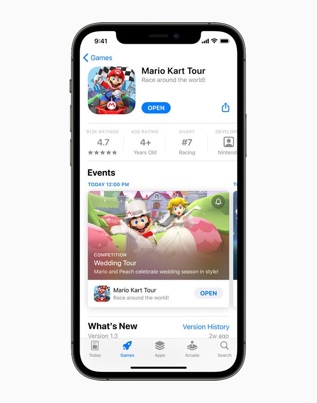 一台 iPhone 12 Pro 上正在展示 App Store 上的游戏 Mario Kart Tour。