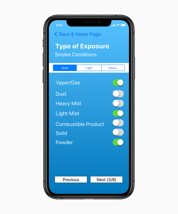 iPhone Xs 上 的 FireX app 界面截图显示烟雾情况。