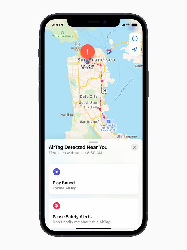 一台 iPhone 12 在显示检测到未知的 AirTag。