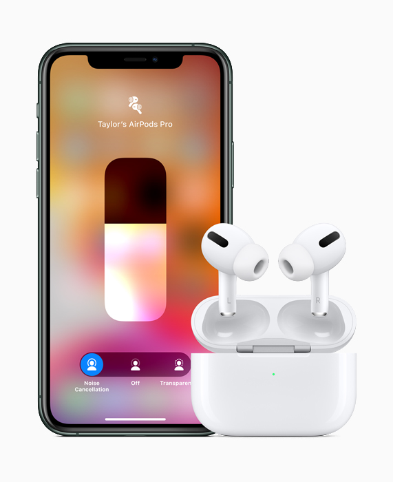 AirPods Pro 和 iPhone 11 Pro。