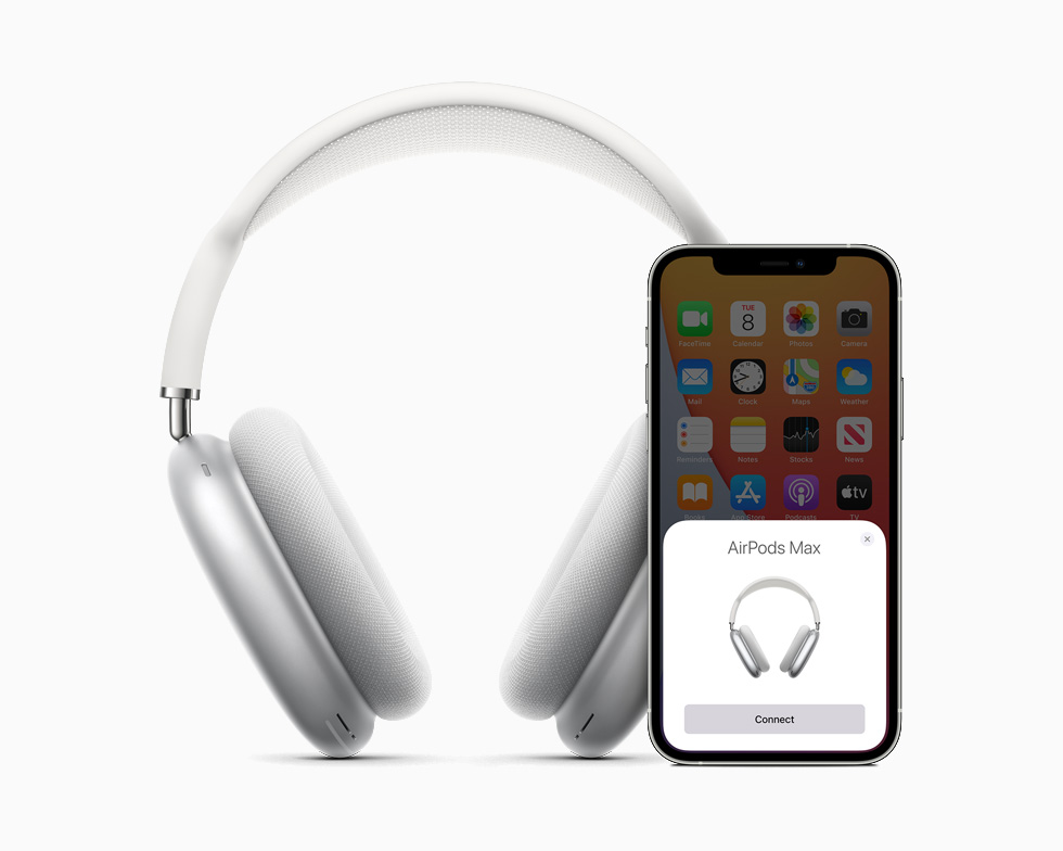 AirPods Max 搭配 iPhone 12。
