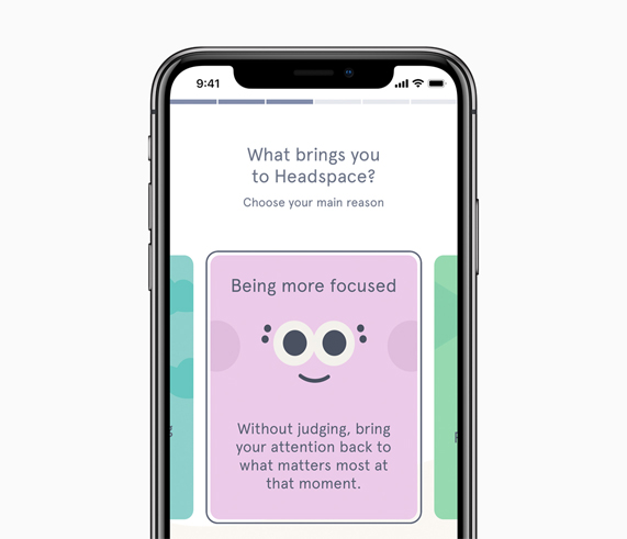 iPhone X 屏幕上显示 Headspace App。