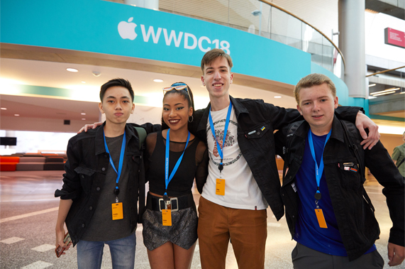 参与 WWDC18 的四位学生开发者。