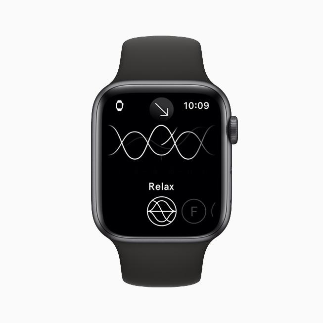 Apple Watch Series 6 上显示启用了 Relax 模式的 Endel app。