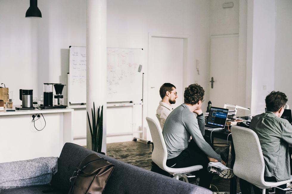 Dmitry Evgrafov、Oleg Stavitsky、Dmitry Bezugly 在 Endel Studio。