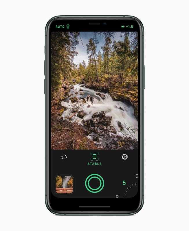 iPhone 显示《Spectre 相机》app。