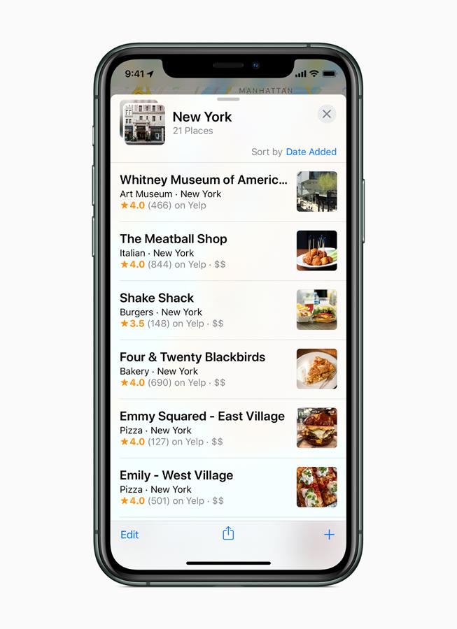 iPhone 11 Pro 屏幕上显示重新设计的地图 app 的收藏功能。