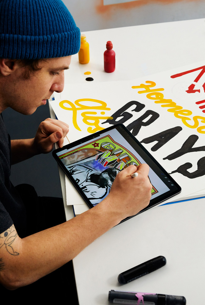 "Eric ""Efdot"" Friedensohn 使用 Apple Pencil 在 iPad Pro 上绘制 Josh Gibson 棒球球星卡的插图。"