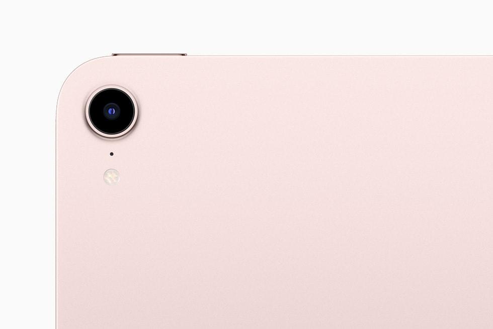 新款 iPad mini 上的全新摄像头特写。