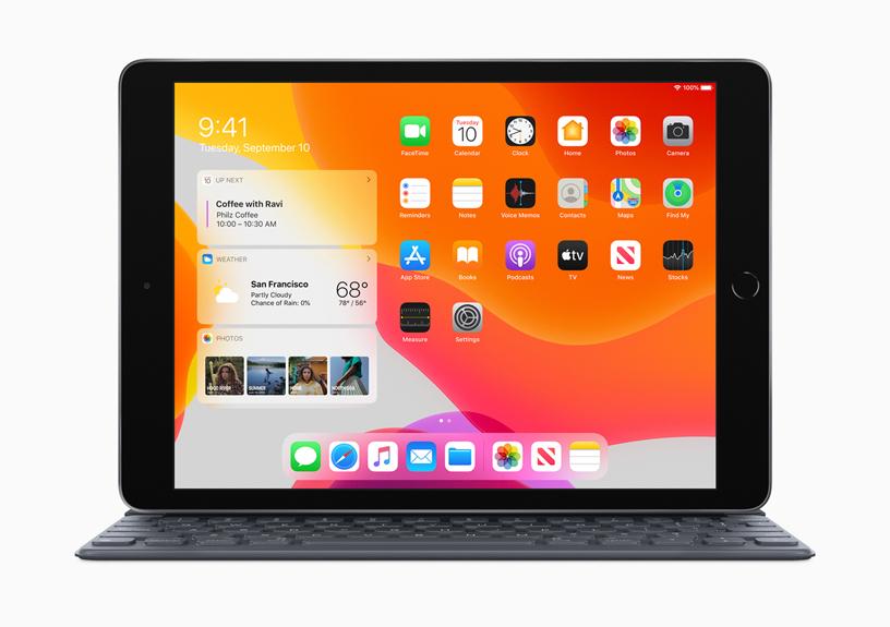 iPad 搭配智能键盘。