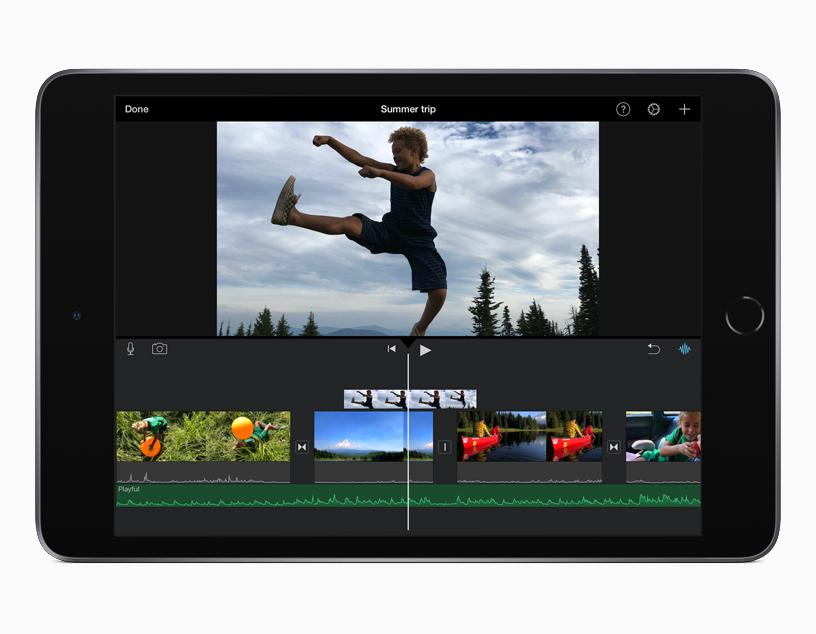 iPad mini 上的 iMovie 剪辑 iOS app。