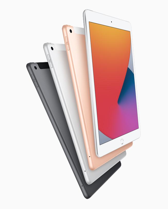 深空灰色、银色和金色外观的三款 iPad (第八代)。