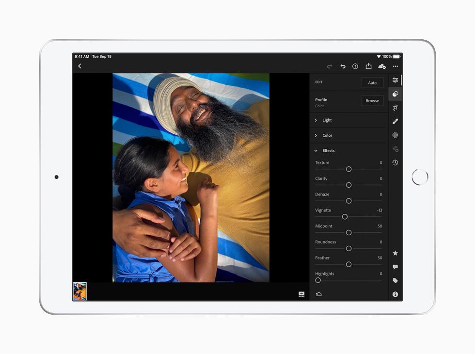 在 iPad 上使用 Adobe Lightroom 编辑图像。