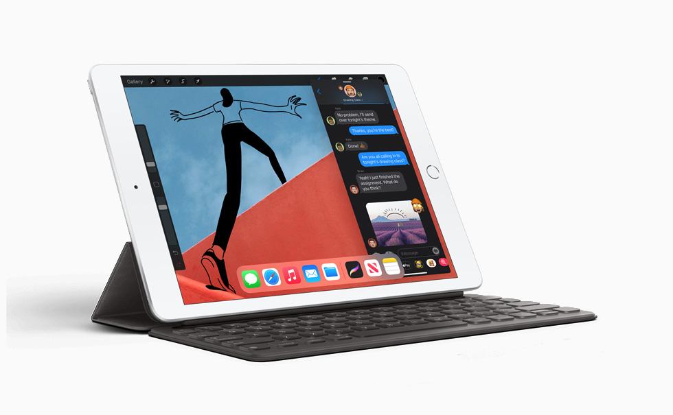 iPad (第八代) 搭配智能键盘。