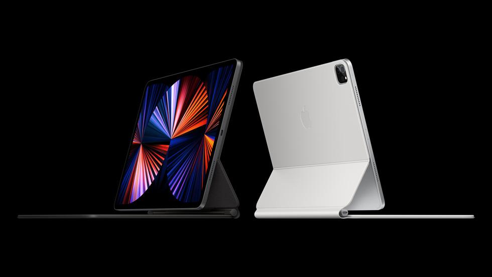 iPad Pro 搭配黑色与白色的妙控键盘。