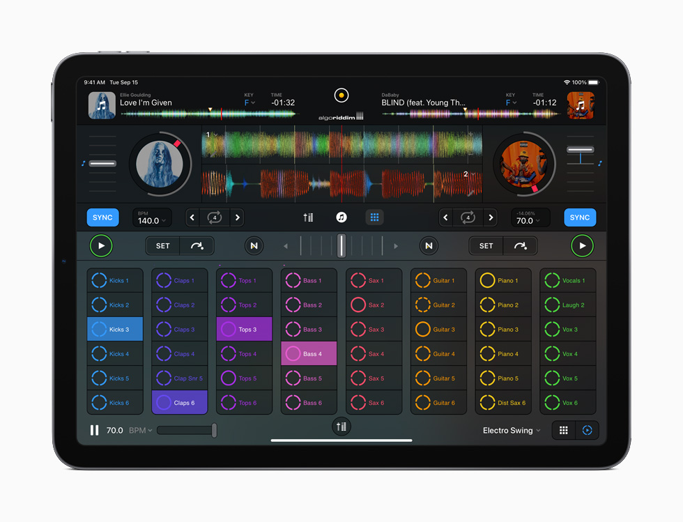 iPad Air 展示 djay Pro AI。