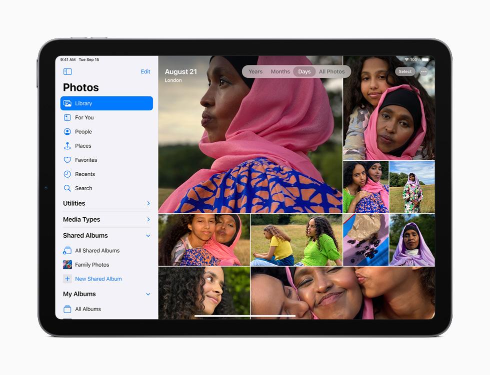 iPad Air 展示重新设计的照片 app。