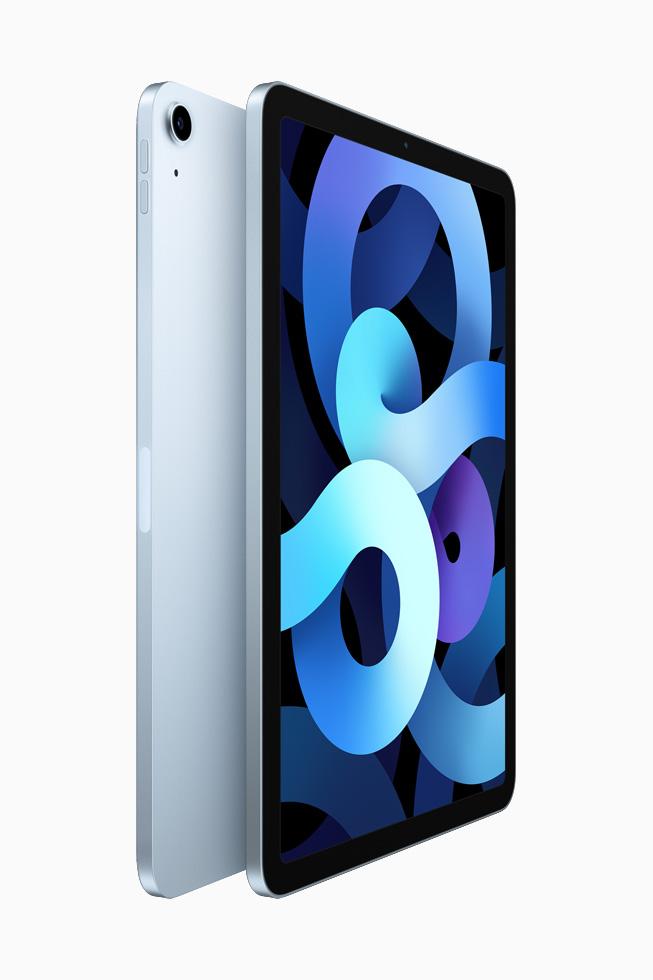 两部天蓝色 iPad Air 背靠背展示。