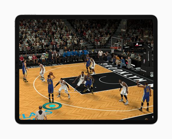iPad Pro 屏幕上呈现出精彩的增强现实体验。