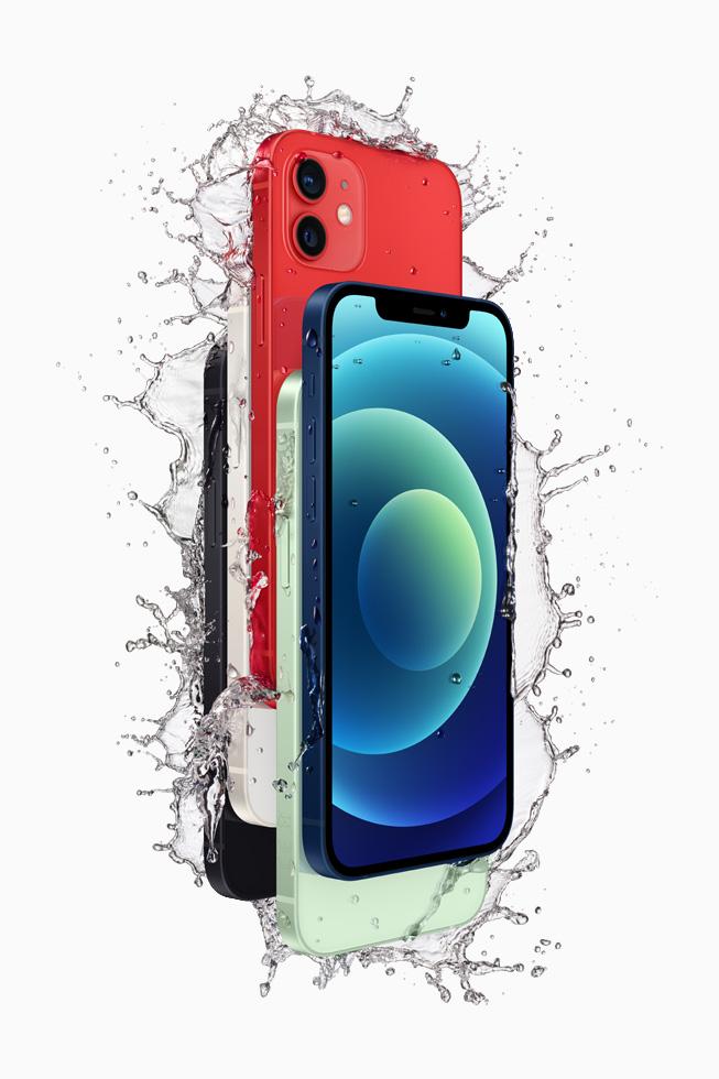 黑色、白色、红色、绿色和蓝色 iPhone 12,展示防泼溅特性。