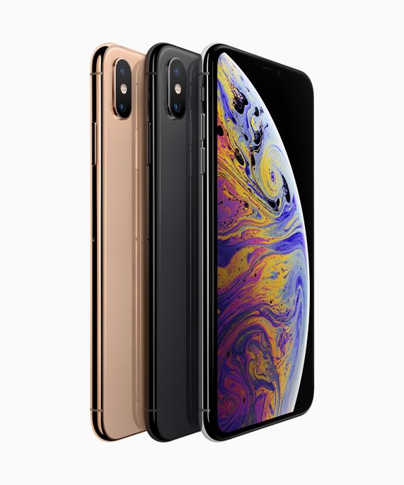 金色、深空灰色和银色外观的 iPhone Xs。