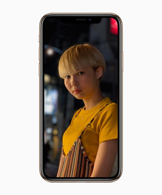 iPhone Xs 上显示人像照片。