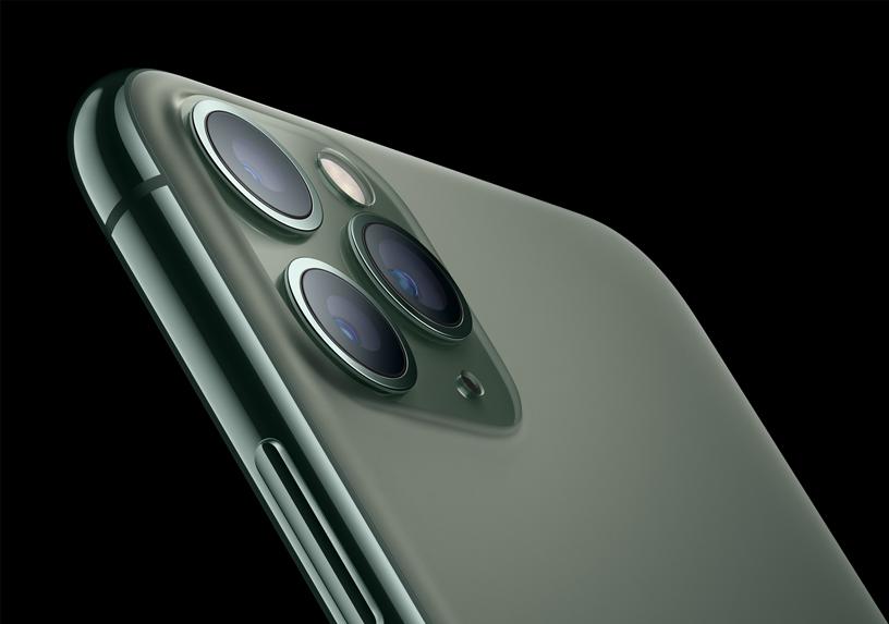 iPhone 11 Pro 的亚光质感玻璃背板。