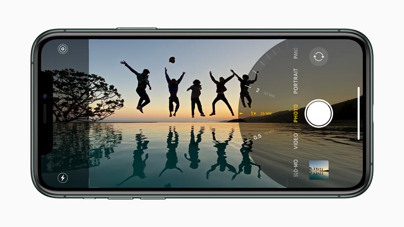 iPhone 上的广角摄像头展示。
