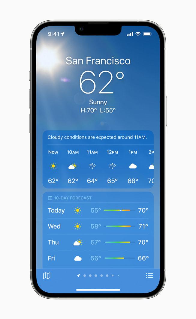 iPhone 13 Pro 正在使用 iOS 15 中的新版天气 app。