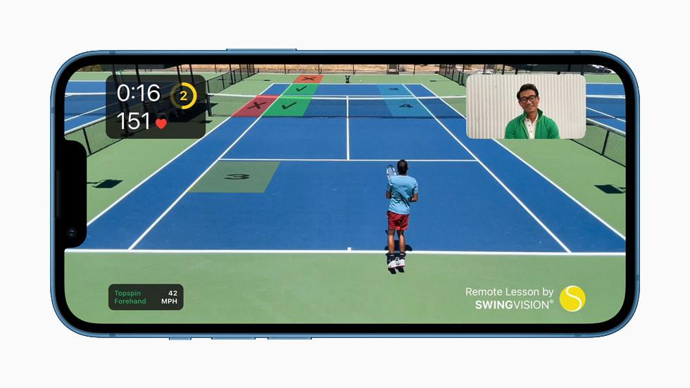 搭载 A15 仿生芯片的 iPhone 13 运行 SwingVision app。