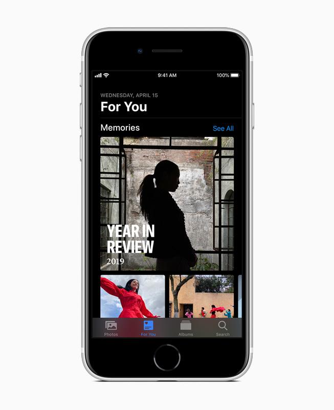 iPhone SE 上的照片 app。