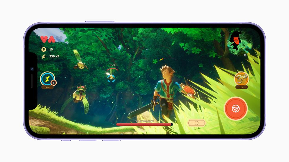 在 iPhone 12 上展示游戏。